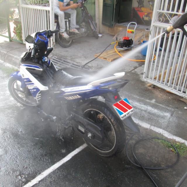 Rửa xe bằng gì