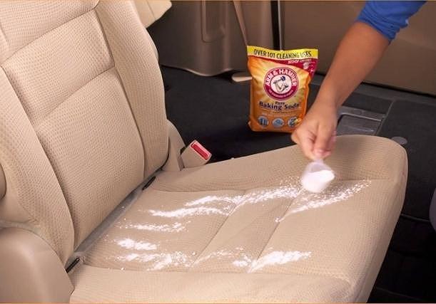 Khử mùi xe bằng banking soda