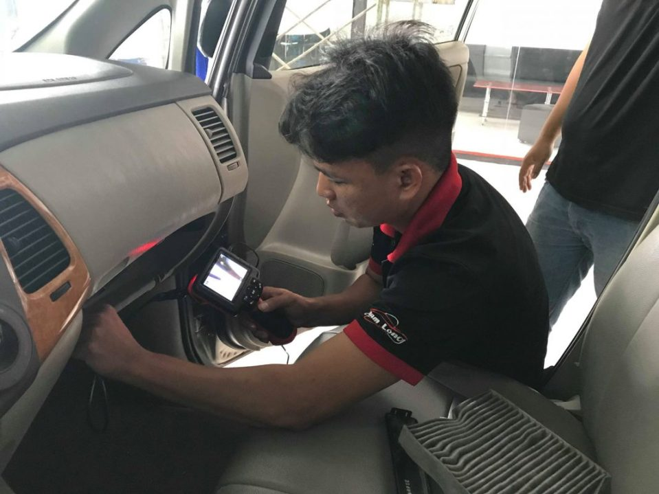 Vệ sinh giàn lạnh điều hòa ô tô bằng phương pháp hiện đại