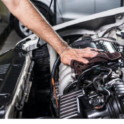 Chỉ rửa xe ô tô khi máy đã nguội hoàn toàn